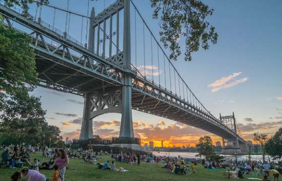 Astoria Park skyline su Manhattan