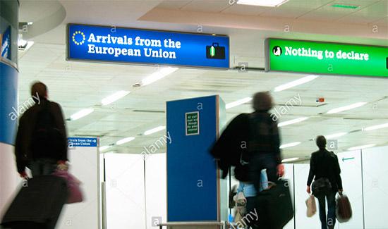 controlli doganali all'aeroporto a New York