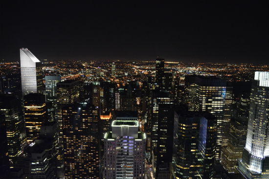 foto panoramica notturna di new york dal top of the rock