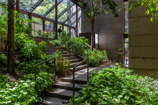 giardino della Ford Foundation a New York
