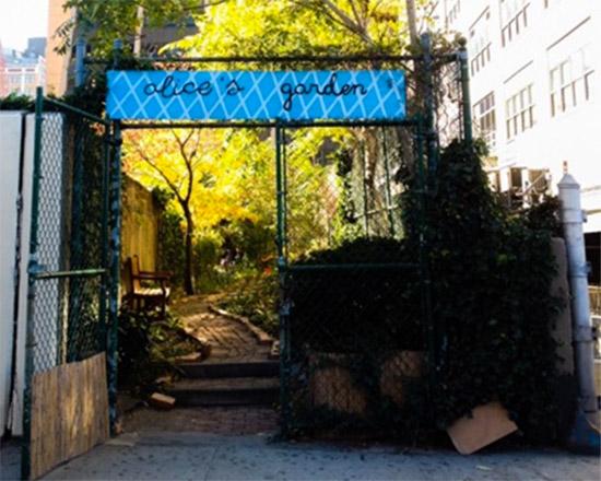 ingresso del giardino nascosto Alice's Garden a New York