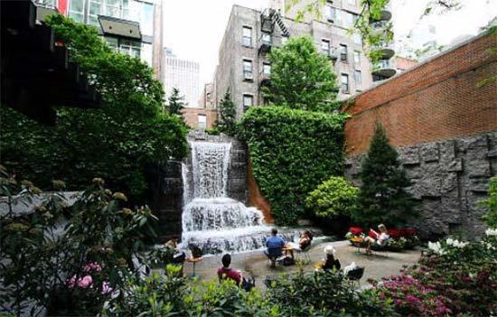 giardino segreto al Greenacre Park di New York