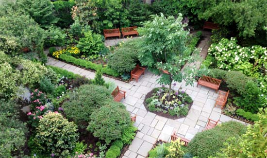 giardini della chiesa di St. Luke in the Fields a New York