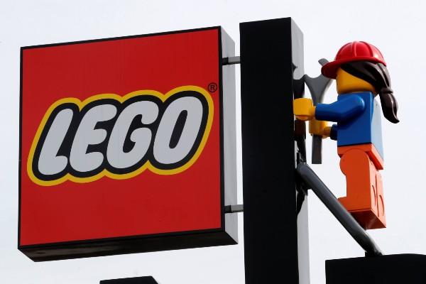 Insegna LEGO con omino aggiustatutto