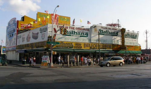 gli hot dog di nathans famous a coney island