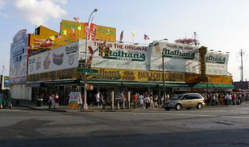 gli hot dog di nathans famous a coney island