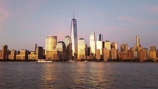panorama di Manhattan dalla crociera al tramonto
