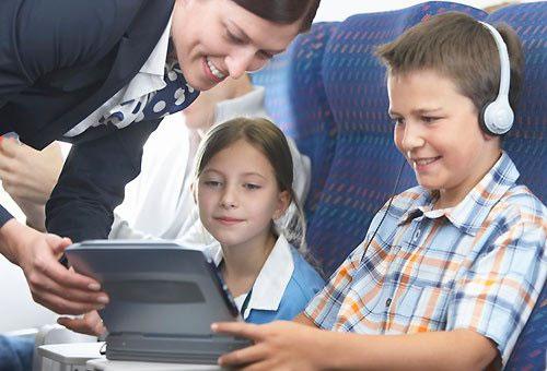 passatempo per i bambini durante il volo aereo