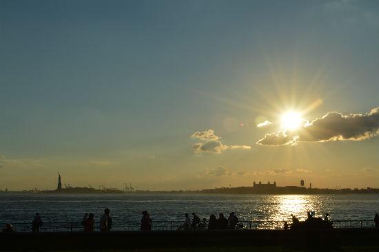 tramonto visto dalla punta sud di Manhattan