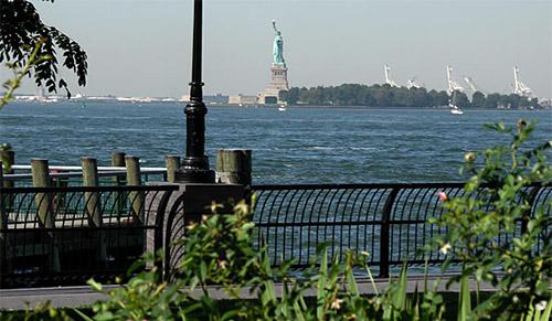 vista della Statua della Libertà da Battery Park
